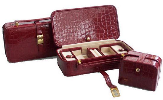 caseta bijuterii cu mini caseta pentru voiaj in culorile rosu si maro - facuta din piele si cu aspect elegant